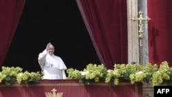 Le pape lors de la messe Urbi et Orbi sur le balcon de la basilique Saint-Pierre, le 1er avril 2018.