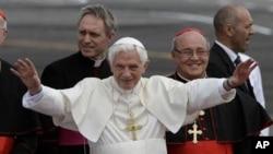 Paus Benediktus XVI menyerukan kebebasan dan keterbukaan yang lebih besar dalam kunjungan di Kuba (27/3).