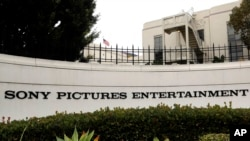 Markas bear Sony Pictures Entertainment di Culver City, California, Selasa, 2 Desember 2014.