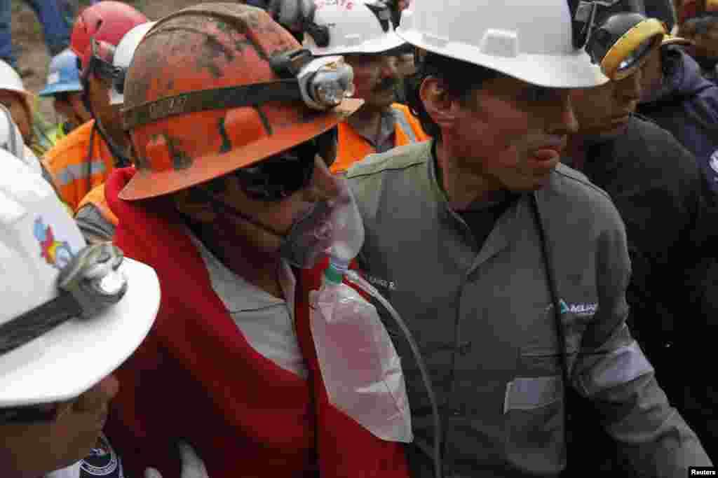 Los nueve mineros están vivos pero cuatro de ellos presentaron problemas estomacales desde el martes.