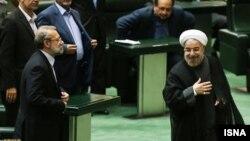 حسن روحانی برای دفاع از وزیر علوم به مجلس می رود