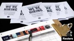 Los beneficios por desempleo en EE.UU. cayeron a su nivel más bajo en tres meses.