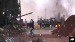 30일 정부군과 반군 사이의 유혈충돌이 계속되고 있는 시리아 알레포시.