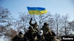 Украински војници близу местото Дебалцеве откако во Минск беше постигнат договорот за прекин на огнот