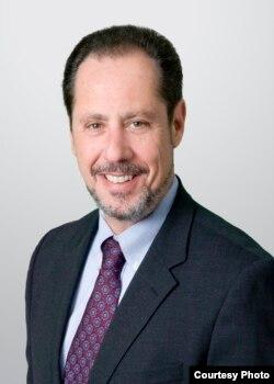 首都华盛顿市律师查尔斯•图斌