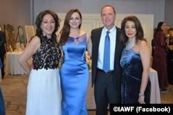 از راست: مریم خسروانی، بنیانگذار بنیاد «زنان ایرانی- آمریکایی»، آدام شیف، رئیس دموکرات کمیته اطلاعات مجلس نمایندگان آمریکا، بیتا دریاباری و نازی افتخاری، دریافت کننده جوایز زنان تأثیرگذار ایرانی – آمریکایی