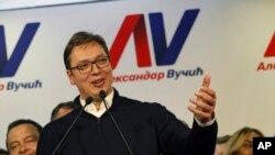 Premijer Srbije Aleksandar Vučić govori na konferenciji za novinare na kojoj je proglasio pobedu.