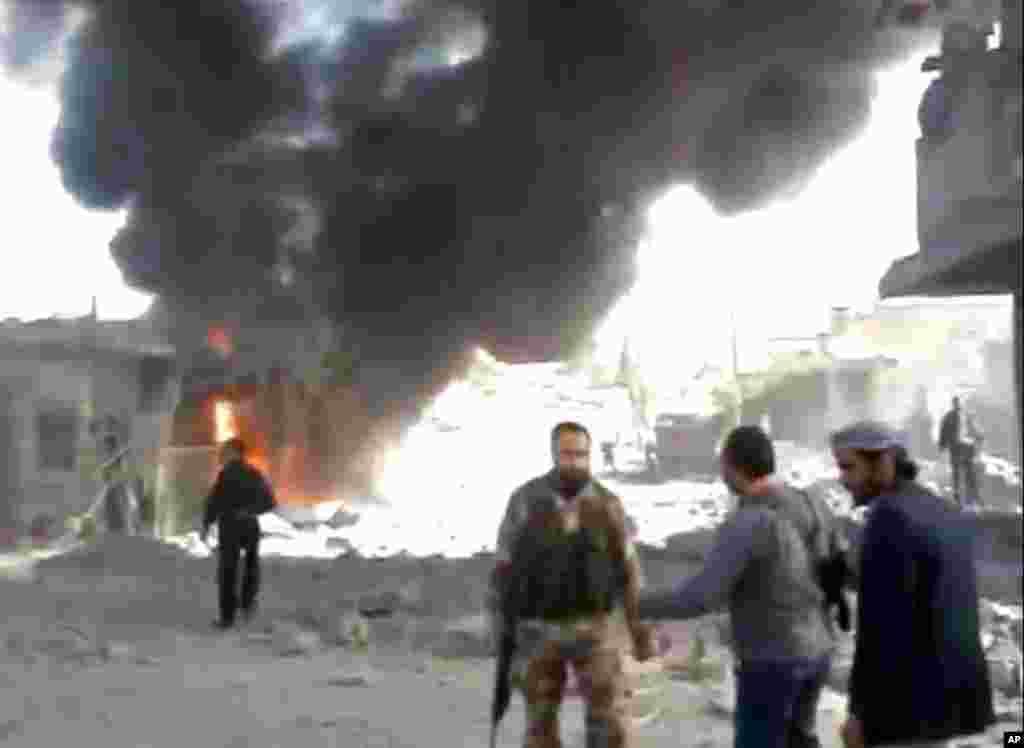 راس العین پر لڑاکا طیاروں کی بمباری کے بعد کا ایک منظر