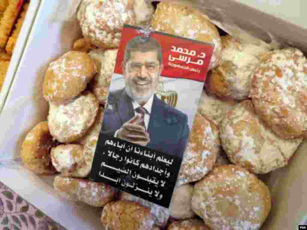 Protesters say they are making these Ramadan sweets, known as 'kaka', in honor of ousted President Mohamed Morsi who they want reinstated. (Heather Murdock for VOA)