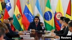 Nicolás Maduro comunicó la noticia a los miembros de la comisión de Unasur que llegó a Venezuela para mediar entre las partes en conflicto.