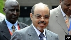 Ethiopian PM Meles Zenawi, center (File Photo)