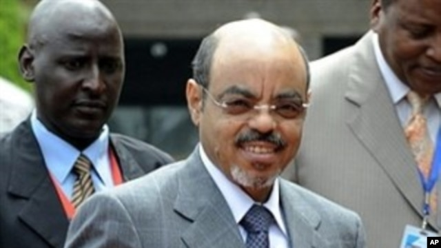 Ethiopian PM and Intergovernmental Authority on Development (IGAD) chairman Meles Zenawi, center (File Photo)
