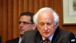 سندر لوین نماینده یهودی ایالت میشیگان از حزب دموکرات، و قدیمی ترین عضو مجلس نمایندگان ایالات متحده