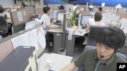 사이버공격 신고를 처리하는 한국의 컴퓨터 보안업체 전문요원들 (자료사진)