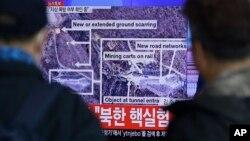 북한이 수소탄 핵실험에에 성공했다고 발표한 지난 6일 서울역 대합실에서 시민들이 TV 뉴스를 시청하고 있다. (자료사진)