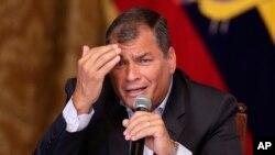 El presidente de Ecuador, Rafael Correa, dijo que alguien tiene que pagar por los gastos de asilo de Julian Assange en la embajada ecuatoriana en Londres.