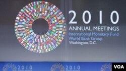 Menteri Keuangan Nigeria Olusegun Olutoyin Aganga, ketua pertemuan tahunan Bank Dunia-IMF saat menyampaikan pidato pembukaan kemarin.