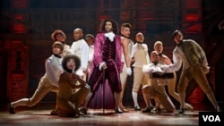 "Cast members of ""Hamilton"" on stage, The Richard Rodgers Theatre, Manhattan, New York. (VOA/Joan Marcus)"