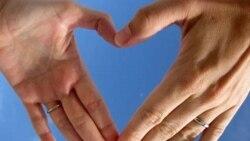 Ông George và bà Doreen đính hôn vào ngày Lễ Tình nhân (Valentine's Day) sau khi sống với nhau gần 3 thập niên.
