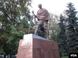 莫斯科市的甘地像。(美国之音白桦拍摄)
