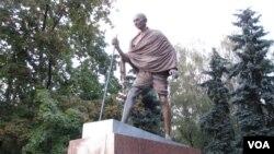 莫斯科市的甘地像 (美國之音白樺拍攝)