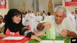 A Bahraini man votes in parliamentary elections, 23 Oct 2010