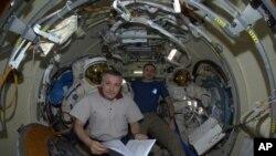 روسی خلائی جہاز، سائنسی تجربات کے لیے، خلائی اسٹیشن سے روانہ