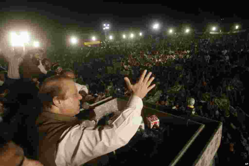Pakistan's former Prime Minister Nawaz Sharif addresses his supporters during an election campaign rally, in Lahore, Pakistan, May 9, 2013.