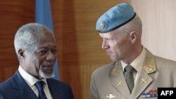 فرستاده ويژه سازمان ملل، کوفی عنان، در جريان نشست سازمان ملل در ژنو (۱۶فروردين) با سرلشگر نروژی، روبرت مود، به تبادل نظر پرداخت.