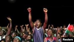 Des partisans de Roch Marc Kaboré à Ouagadougou, le 1er décembre 2015. (REUTERS/Joe Penney)