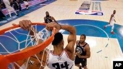 Mchezaji nyota wa Milwaukee Bucks Giannis Antetokounmpo katika mechi ya NBA