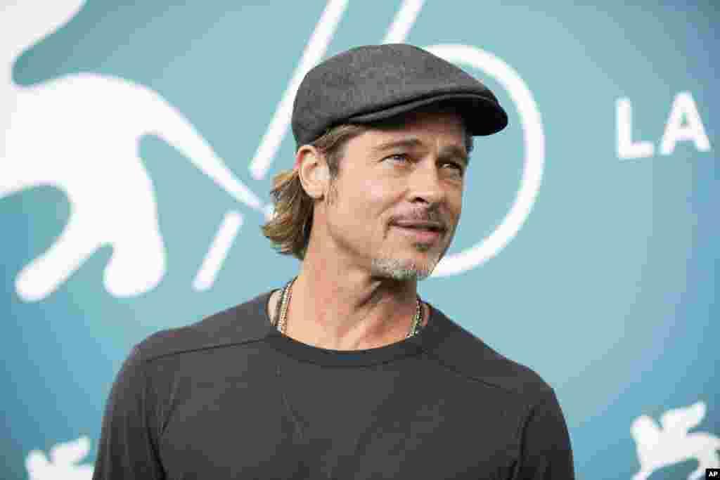 برد پیت، بازیگر سرشناس آمریکایی برای اکران فیلم «به سوی ستارگان» (لاتین: Ad Astra) در هفتاد و ششمین جشنواره فیلم ونیز در ایتالیا حضور دارد. این فیلم که حماسی و علمی- تخیلی است، توسط «جیمز گری» کارگردانی شد.