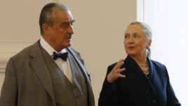Češki ministar inostranih poslova Karel Švarcenberger i američka državna Sekretarka Hilari Klinton u Pragu,   3. decembar, 2012.