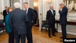 參與伊朗核談判的各國代表。最右為美國國務卿克里