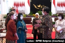 Presiden Joko Widodo memberikan pengarahan kepada penerima Kartu Prakerja Tahun 2020-2021 di Istana Negara, Jakarta, Rabu, 17 Maret 2021. (Foto: Lukas - BPMI Setpres)