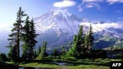Mali Rainier i krijuar nga përplasja e zjarrit vullkanik dhe akullit glacial