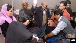 شیخ رشید کو طبی امداد دی جارہی ہے