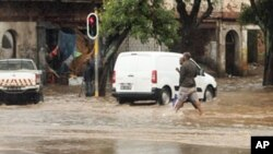 As inundações dificultaram a circulação automóvel