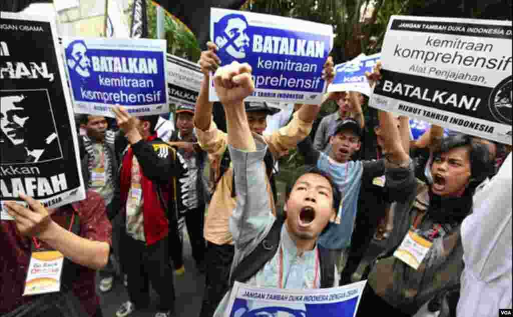 Protesti protiv Obaminog dolaska u indoneziju, državu sa najmnogoljudnijom muslimanskom populacijom na svijetu(AFP)