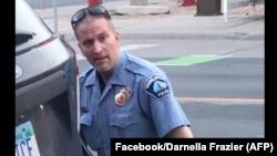 Nhân viên cảnh sát Minneapolis Derek Chauvin bị truy tố về tội giết ông George Floyd.