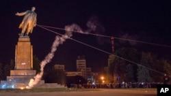 Знесення найбільшого в Україні пам'ятника Леніну в Харкові. Вересень 2014 р.