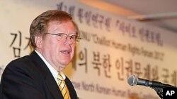 14일 통일연구원 북한인권연구센터 주최로 열린 포럼에서 기조연설하는 로버트 킹 북한 인권특사.