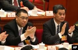 Trưởng quan đặc khu hành chính Hong Kong Lương Chấn Anh (phải) và Trưởng đặc khu hành chính của Macau ông Fernando Chui
