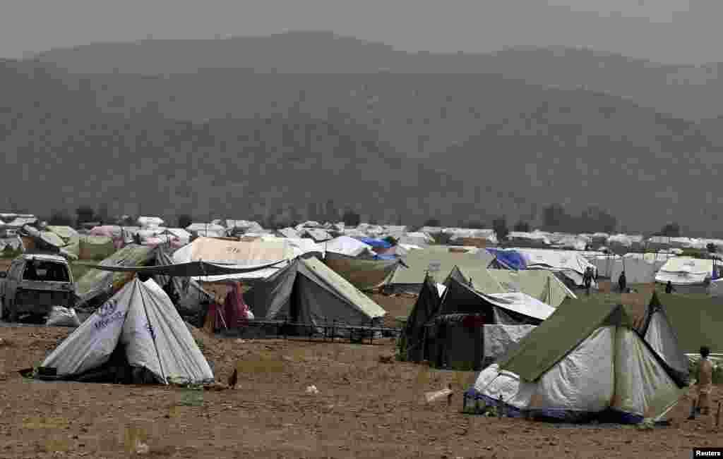 پاکستان کے علاقے شمالی وزیرستان سے نقل مکانی کرنے والے ہزاروں افراد سرحد پار افغانستان کے علاقے خوست منتقل ہو گئے ہیں۔