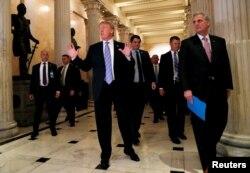 El presidente Donald Trump a su llegada al Capitolio para reunirse con la mayoría republicana en el Congreso. Junio 19 de 2018,