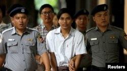 2 jounalis Reuters yo Kyaw Soe Oo ak Wa Lone ki nan prizon nan Myanmar