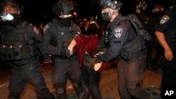 اسراییلي پولیس په بیت المقدس کې فلسطیني مظاهره کوونکي ګرفتاروي