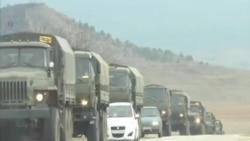 俄羅斯軍車在克里米亞行駛