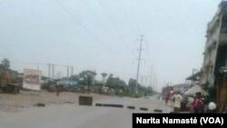 Barricades à Abidjan, au carrefour Faya, lors de la mutinerie des militaires, le 15 mai 2017. (VOA/Narita Namasté)