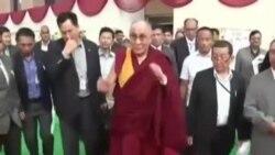达赖喇嘛在印度悼念曼德拉